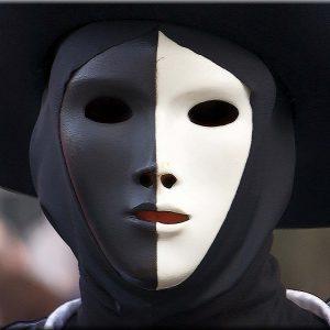 Non metterti la maschera: usa cosmetici Simplicia
